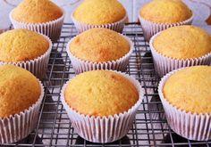 A base do cupcake de cenoura serve para qualquer recheio.