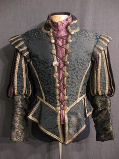 Doublet Italian Renaissance-The doublet was a snug-fitting padded and buttoned jacket worn by men, that was shaped and fitted to the man's body. The doublet was hip or waist length, and was to be worn over the shirt or undergarments. Mode Renaissance, Costume Renaissance, Medieval Costume, Renaissance Fashion, Elizabethan Fashion, Italian Renaissance, Mens Renaissance Clothing, Elizabethan Clothing, Medieval Cloak