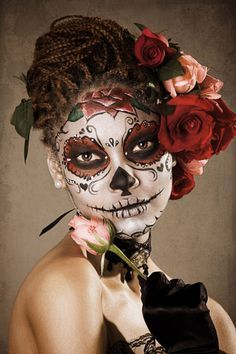 Halloween Day of the Dead Dia de los Muertos skull face painting makeup blue silver grey snowflakes Looks Halloween, Halloween Makeup, Halloween Costumes, Halloween Stuff, Halloween Party, Funny Costumes, Girl Halloween, Group Halloween, Halloween Night