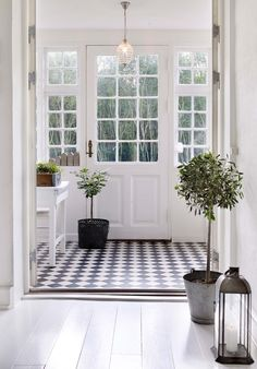 Danish farmhouse in black and white. farmhouse decor hjem, g Entryway Flooring, Entryway Decor, Entryway Ideas, Hallway Ideas, Entryway Lighting, Modern Entryway, Pine Flooring, Door Entryway, Wainscoting Hallway
