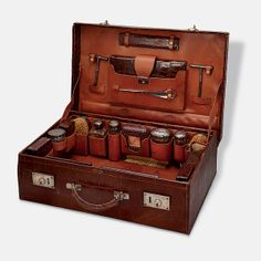 A GENTLEMAN'S DRESSING CASE, DREW & SONS, LONDON