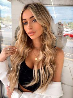 Blonde Hair With Brown Roots, Beachy Blonde Hair, Blonde Hair Makeup, Dyed Blonde Hair, Honey Blonde Hair, Blonde Hair Looks, Sandy Blonde, Blonde Long Hair, Bright Blonde