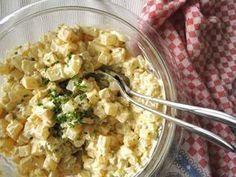 Kohlrabisalat ist eine leckere Low-Carb-Alternative zu herkömmlichem Kartoffelsalat, die ideale Beilag für die Grillsaison!