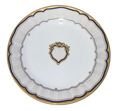 When President Pierce was elected, the U.S. Congress allocated $25,000 to him and his wife, Jane, for White House improvements. After purchasing a furnace and completing other building improvements, the Pierces selected a set of French Limoges china made by Haviland and Company. This sophisticated dinner service included a crest of blue and gold with a gold pointelle border. The Pierces selected five dozen dining plates and a host of elegant accoutrements for their service. Porcelain Dinnerware, China Porcelain, White House Usa, First Lady Of America, Franklin Pierce, Presidential History, Vintage Dishware, Dining Plates, Limoges China