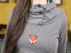 """Una simpatica collana volpe fatta con le perline """"hama"""""""