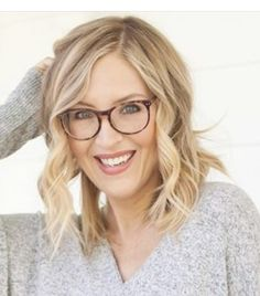 Blonde With Glasses, Round Face Celebrities, Specs, Hair Cuts, Fashion Looks, Hairstyles, My Style, Haircuts, Haircuts