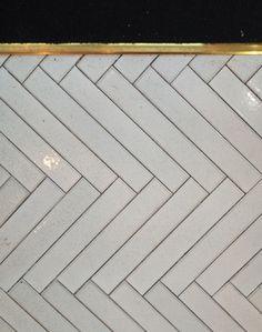 New ideas bathroom tiles wall ideas herringbone pattern Bathroom Flooring, Kitchen Flooring, Kitchen Backsplash, White Herringbone Tile, Herringbone Pattern, Tile Edge, Tile Trim, Color Tile, Floor Design