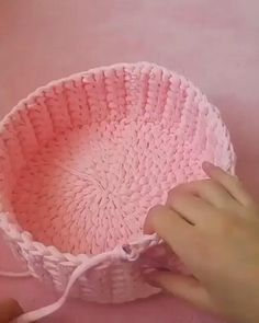 Crochet Bowl, Crochet Basket Pattern, Love Crochet, Diy Crochet, Crochet Crafts, Yarn Crafts, Crochet Hooks, Crochet Projects, Diy Crafts