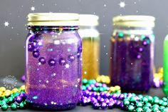 Create Calming Jar with Mardi Gras theme, learn what to put in a calming jar, what liquids work the best and what calm down jars are best for. Fun testing tutorial that will help you calm down a wild or anxious child - for a minute atleast! Mason Jar Crafts, Mason Jar Diy, Diy For Kids, Crafts For Kids, Kids Fun, Calming Jar, Calm Down Jar, Mardi Gras Decorations, Painted Mason Jars