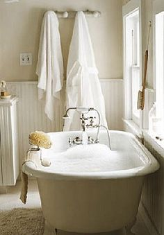 Fresh Farmhouse feel with this beautiful bathroom design Fresh Farmhouse, Country Farmhouse, Country Baths, Country Houses, Farmhouse Homes, Farmhouse Ideas, Farmhouse Chic, Farmhouse Design, Bathroom Inspiration