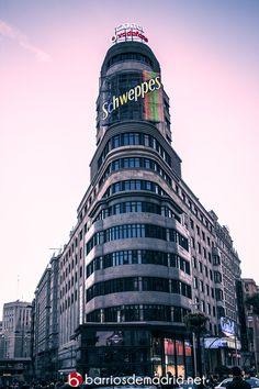 Así lucía ayer el Edificio Capitol, uno de los grandes iconos de Madrid. ¡Feliz fin de semana madrileños! © www.barriosdemadrid.net #Madrid #Fotografía