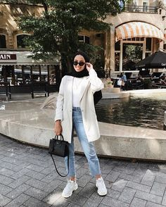 Hijab styles 339529259407487991 - 40 Ideas style hijab jeans chic Source by Casual Hijab Outfit, Hijab Chic, Casual Outfits, Fashion Outfits, Ootd Hijab, Casual Jeans, Hijab Dress, Ootd Fashion, Jeans Style
