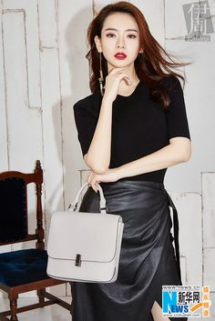 Qi Wei poses for fashion magazine | China Entertainment News