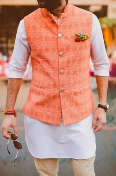 Now you may have thought that traditional wear includes only Kurta and pyjamas but here are Nehru jackets outfit guide for men to style this festive season. Mens Indian Wear, Mens Ethnic Wear, Indian Groom Wear, Indian Men Fashion, Indian Man, Mens Wedding Wear Indian, India Fashion Men, Indian Ethnic Wear, Mens Fashion