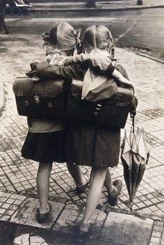 ¿Tienes alguna amistad que haya empezado desde tu infancia? Las mejores amigas son para siempre. :)