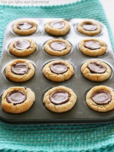 Peanut Butter Cup Cookies – a fool proof recipe that is always a hit. the-girl-w… Peanut Butter Cup Cookies – a fool proof recipe that is always a hit. the-girl-who-ate-… Cookie Table, Cookie Cups, Just Desserts, Delicious Desserts, Yummy Food, Holiday Desserts, Peanut Butter Cups, Shortbread Biscuits, Christmas Baking