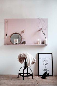 Dorénavant même les petits espaces auront leur jolie coiffeuse…Un peu de peinture et une tablette, c'est tout ce dont on a besoin ! On peut même détourner l'idée dans l'entr…
