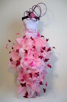 Love in Pink Recycled Costumes, Recycled Dress, Paper Fashion, Fashion Fabric, Christine Fashion, Fancy Costumes, Recycled Fashion, Fashion Design Sketches, Fashion Project