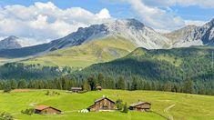 Szwajcaria, Kanton Gryzonia, Góry Alpy Retyckie, Miejscowość Arosa,  Las, Domy, Drogi, Chmury