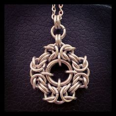 Curiosity Cabinet of XnPurPLe: Chainmail Pendant no tute, but very interesting. Reminiscent of Greek cross.