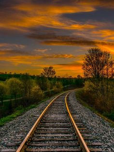 Sunset on the Train Rails. Train Tracks, Train Rides, Old Trains, Nature Pictures, Ciel, Beautiful Landscapes, Background Images, The Great Outdoors, Railroad Tracks