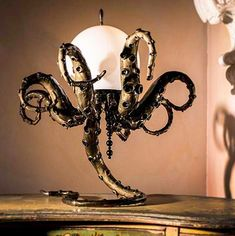 Steampunk lamp, perfect for the living room ! Lampe Steampunk, Art Steampunk, Steampunk Octopus, Octopus Lamp, Octopus Decor, Diy Lampe, Motif Art Deco, Kraken, Home And Deco