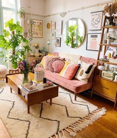 Colourful Living Room, Boho Living Room, Pink Living Rooms, Living Room With Plants, Art Deco Living Room, Boho Room, Colourful Home, Living Room Gallery Wall, Cozy Eclectic Living Room