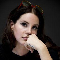 """Lana Del Rey at the """"Big Eyes"""" meeting"""