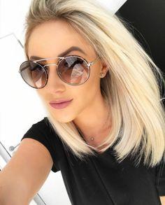 Bom dia!! Última semana do ano chegou!! Que tal começar #2017 de óculos novo? ✨ Passe em uma de nossas lojas físicas ou compre online: www.envyotica.com ✔️ @natanadeleon de #Prada 51SS  #envyotica #sunnies #sunglasses