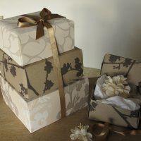 Mooie in elkaar passende dozen, bekleed met behangpapier. Uit Marie-Claire Idées