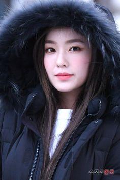 Seulgi, Sehun, Irene Red Velvet, Redvelvet Kpop, Flawless Beauty, Korean Bands, Fur Fashion, Beautiful Gorgeous, Peek A Boos