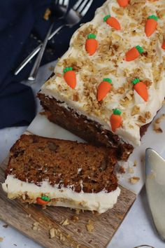 An Easy Carrot Loaf Cake with Cream Cheese Frosting - Easy, Delicious, and the perfect easy bake! Carrot, Walnuts, and anything else you fancy! Carrot Cake Loaf, Easy Carrot Cake, Loaf Cake, Carrot Cakes, Apple Cake Recipes, Baking Recipes, Dessert Recipes, Cafe Recipes, Uk Recipes