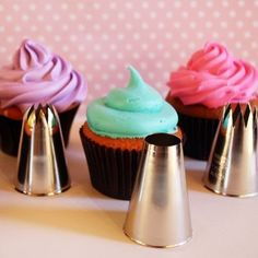 Different tips you can use to create different kinds of cupcake swirls.