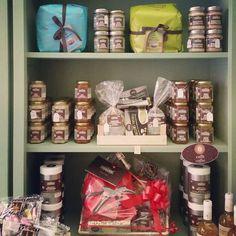 Christmas baskets with sicilian gourmet #sicily #tabare #gourmet #sicilianfood #baskets #xmas #Christmas #ortigia #shop #delights
