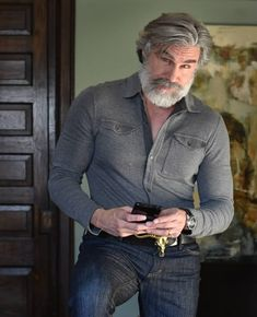 20 Men Who Recognize How to Get Even Hotter With Age Older Mens Long Hairstyles, Handsome Older Men, Men With Grey Hair, Richard Gere, Beard Lover, Beard Styles, Bearded Men, Beautiful Men, How To Look Better