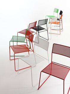 Sedia in metallo, impilabile e comodamente trasportabile, adatta anche per l'esterno Log mesh chair