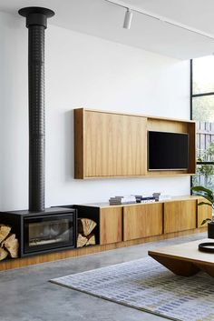 tv verbergen aan de muur Linear Fireplace, Home Fireplace, Fireplace Design, Hanging Fireplace, Tv Over Fireplace, Tall Fireplace, Fireplaces, Tv Escondida, Interior Architecture