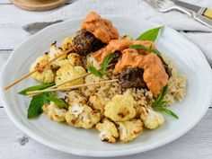Read our delicious recipe for Kangaroo Kofta With Cauliflower & Masala Sauce, a recipe from The Healthy Mummy, which is a safe and yummy way to lose weight. Mince Recipes, Cooking Recipes, Healthy Recipes, Thm Recipes, Healthy Meals, Healthy Food, Healthy Mummy, Healthy Eating, Kangaroo Recipe