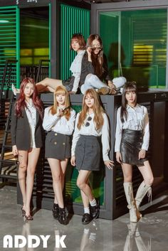 """G-Friend posed in simple, but chic clothing for the cover of 'Addy K'! The girls gave off the fresh feel with a """"fresh college student"""" concept for the photoshoot. The girls dawned sunglasses, berets, and even handbags to complete the college look. Gfriend And Bts, Gfriend Yuju, Kpop Girl Groups, Korean Girl Groups, Kpop Girls, Extended Play, Mundo Musical, Friend Poses, Korean Entertainment"""