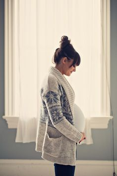 11cddac16e 26 Top Pregnancy Outfits for Winter images