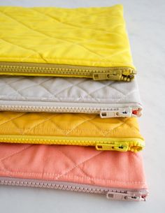 DIY sewing tutorial for quilted zipper pouches by Purl Bee Sewing Hacks, Sewing Tutorials, Sewing Crafts, Sewing Projects, Sewing Patterns, Tutorial Sewing, Bag Tutorials, Purse Patterns, Diy Pochette