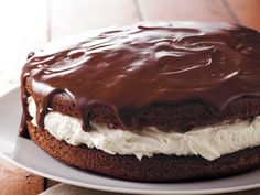 Giant Ganache-Topped Whoopie Pie Looking for a chocolaty dessert using Betty Crocker® SuperMoist® cake mix? Then try this luscious cake that's topped with ganache and filled with marshmallow creme. Betty Crocker, Cupcakes, Cupcake Cakes, Just Desserts, Delicious Desserts, Cake Recipes, Dessert Recipes, Marshmallow Creme, Whoopie Pies