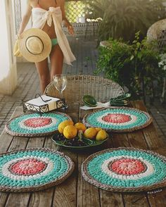 Örgü Amerikan Servis Yapımı , , Penye ip örgü modellerinden kolay ve şık… We have prepared an easy and elegant model from the combed rope knitting models. We mentioned supla models made with lace and paper rope. Crochet Mat, Crochet Motifs, Love Crochet, Crochet Patterns, Crochet Placemats, Crochet Home Decor, Crochet Kitchen, Crochet Projects, Creations