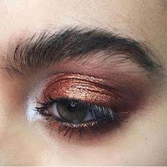 Holiday inspo from @totalbeauty!! Cant get over this perfect copper tone!! #eyebrowsonfleek #eyemakeup #metalliceyes #metalliceyeshadow