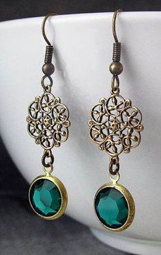connector and pendant, can hang additional beads on connector or glue rs to a filigree