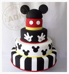 Multi-tiered Mickey Mouse Cake made by Arte da Ka Bolo Do Mickey Mouse, Mickey And Minnie Cake, Mickey Mouse Birthday Cake, Fiesta Mickey Mouse, Mickey Mouse Baby Shower, Mickey Mouse Clubhouse Party, Mickey Cakes, Mickey Mouse Parties, Minnie Mouse Cake