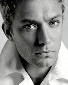 Jude Law. Brilliant & Beautiful.