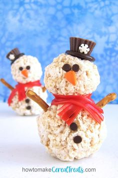 You can stay warm and cozy inside having fun building cute Rice Krispie Treat Snowmen for your Christmas celebration. Use our very best marshmallow cereal treat recipe to create these adorable wintertime treats. Marshmallow Cereal Treats Recipe, Rice Krispie Treats, Rice Krispy Treats Recipe, Rice Krispies, Party Corner, Snowman, Candied Carrots, Fruit Chews, Christmas Food Treats