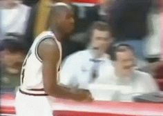 ⁣Michael Jordon's Pre-Game Tradition #michaeljordan #NBA #nbaplayer #basketball Funny Meme Pictures, Funny Posts, Funny Quotes, Funny Memes, Top Funny, Awkward Moments, Michael Jordan, Funny Pranks, Funny People