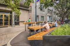 The pocket patio at 804 Congress in Austin, Texas, transforms four side-angled, city-owned parking spaces into a dynamic patio and Landscape Plaza, Landscape Elements, Urban Landscape, Landscape Architecture, Landscape Design, Landscaping Near Me, Modern Landscaping, Landscaping Software, Landscaping Ideas